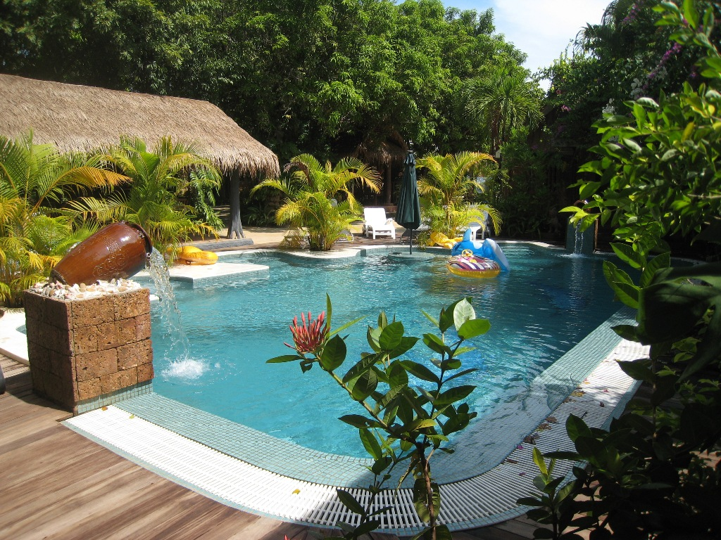 L imprevu h tel hotels piscine et restaurant phnom penh for Piscine jardin tropical